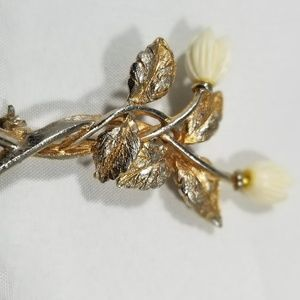Vintage custom jewelry brooches pin cellulite flow